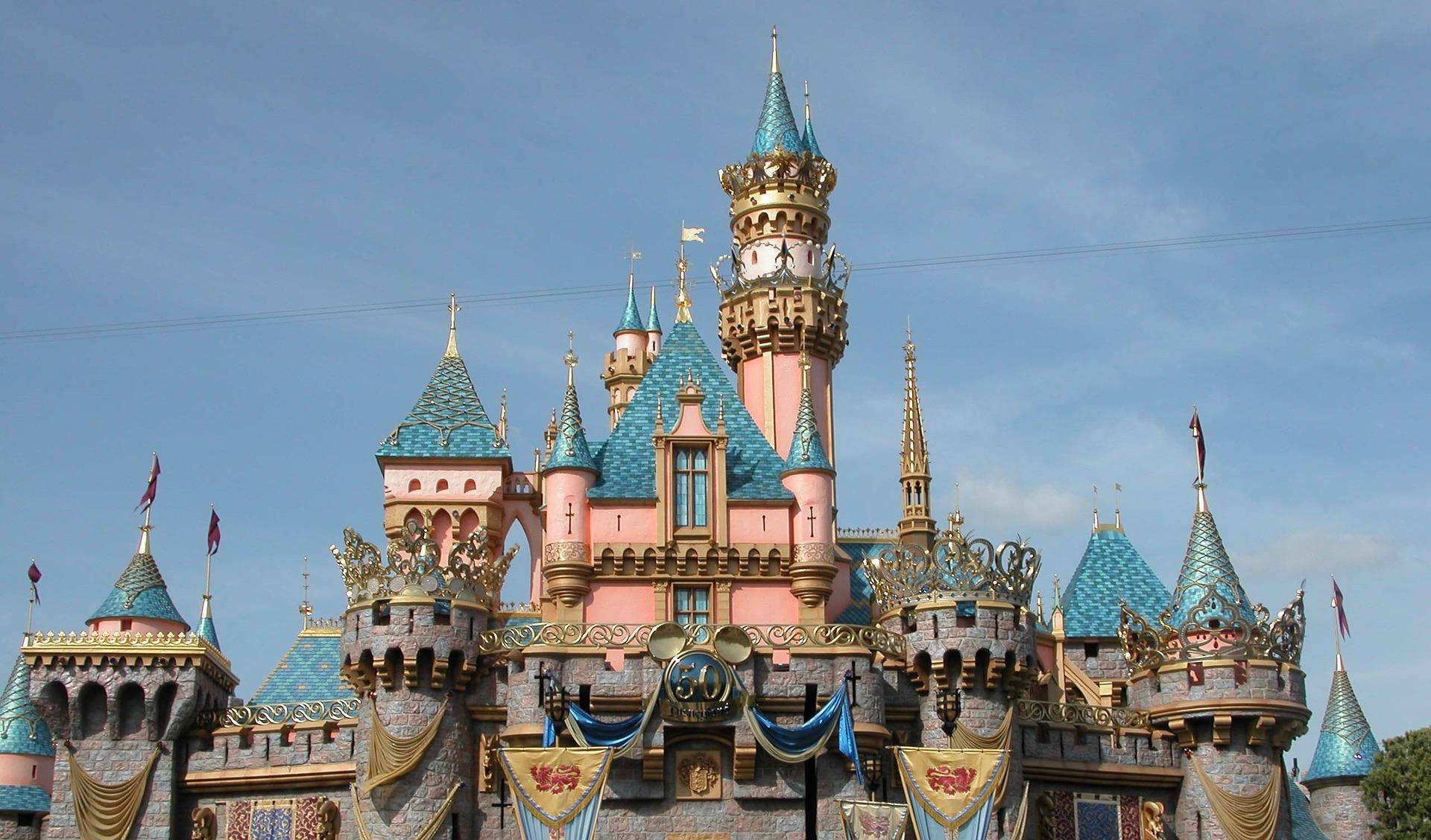 castle-of-the-sleeping-beauty-1173955_1920