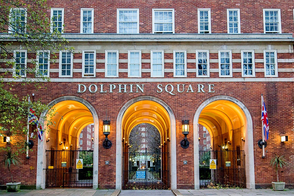 dolphin-sq-ALAMY-ET7FEN